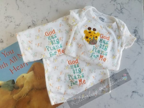 Infant Bodysuit and Burp Cloths with Giraffe