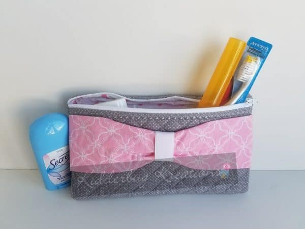 Toiletries bag in gray/pink